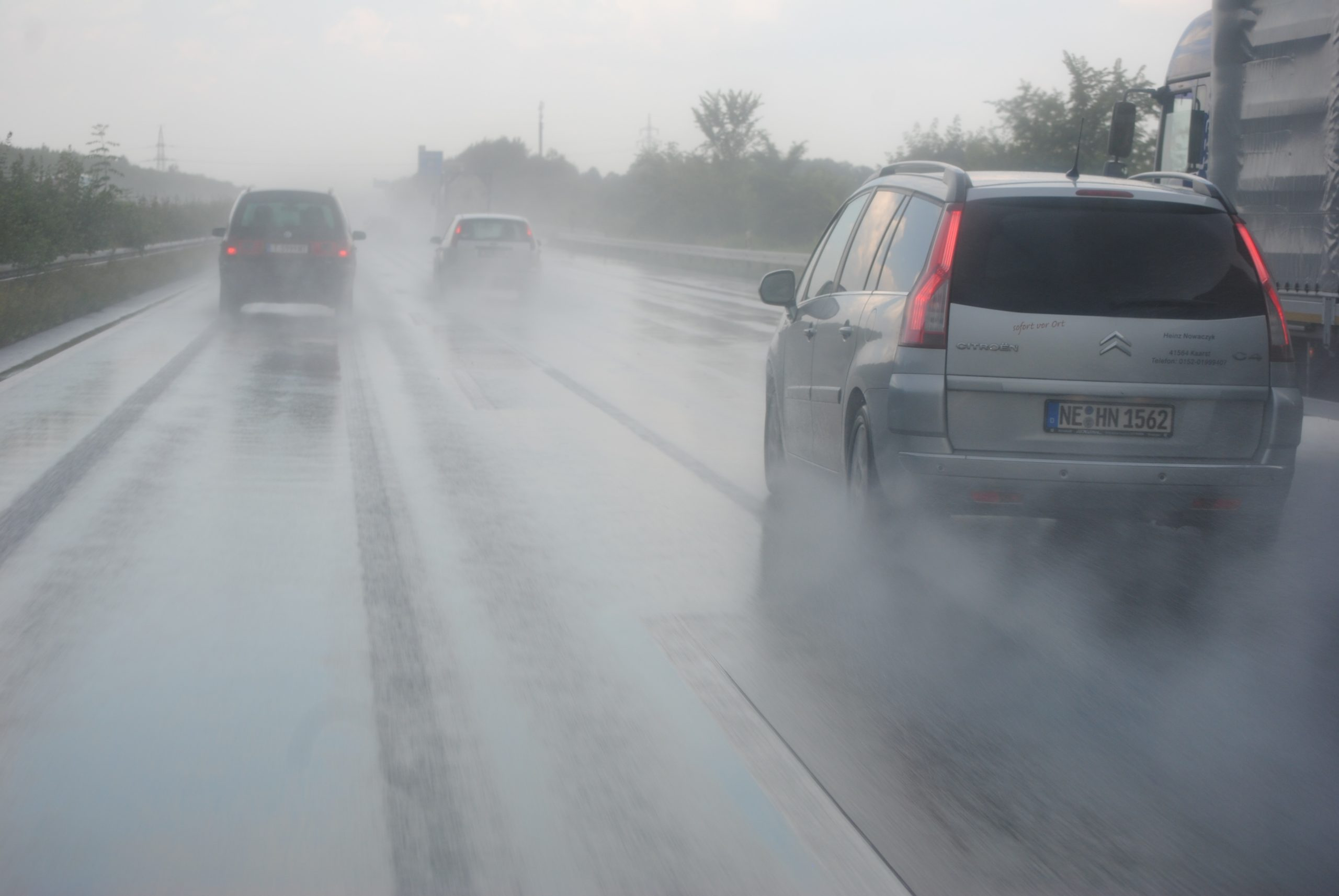 Aquaplaning and the dangers of driving in bad weather